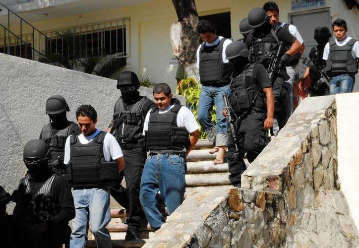 A los detenidos se les decomisó un arma, vehículos y equipos de comunicación. (Imagen de contexto/Notimex)