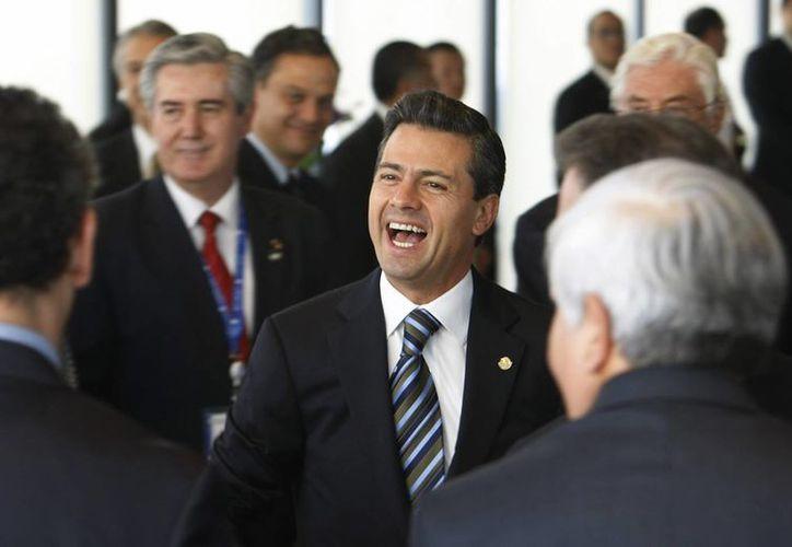 De muy buen humor se le vio al presidente de México, Enrique Peña,  quien mañana participará en la Cumbre de la Comunidad de Estados Latinoamericanos y Caribeños. Agencias)