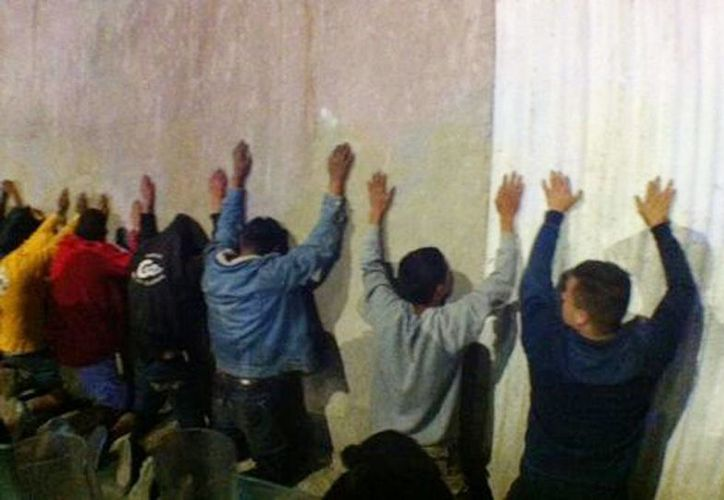 Familiares de los detenidos argumentan que ellos realizaron el desalojo sólo para ganarse unos pesos (Milenio )