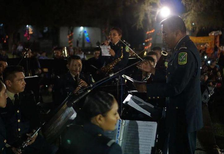 Este domingo, de forma gratuita, la Banda de Música de la X Región Militar brindará a las puertas del Palacio Municipal un concierto para celebrar el Centenario de la Constitución Mexicana. (SIPSE)