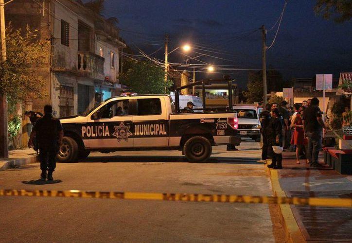 El homicidio ocurrió en domicilio particular cerca del parque del a Colonia San Miguel Dos. (Gustavo Villegas/SIPSE)