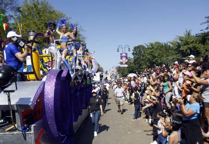 El desfile dominical a su paso por Montejo, donde posteriormente se arma gran fiesta. (Christian Ayala/SIPSE)