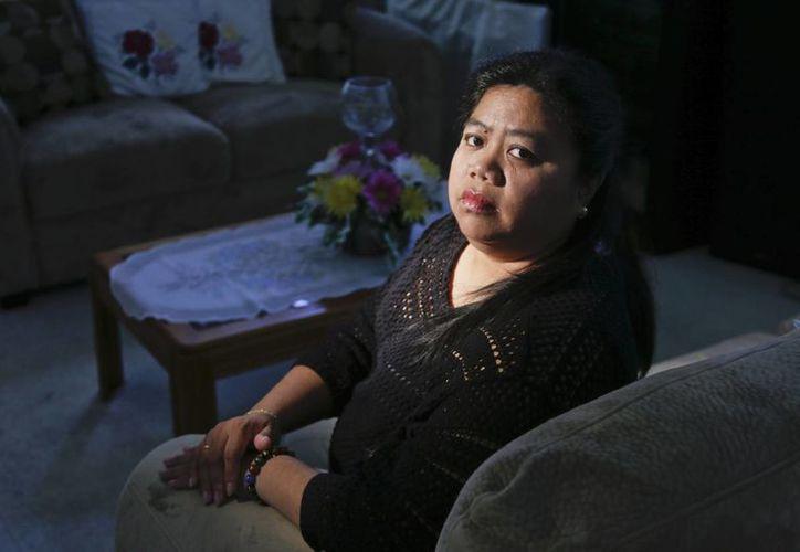 Maricris Arce, originaria de Filipinas, fue separada de su esposo después de llegar legalmente a EU. (Agencias)