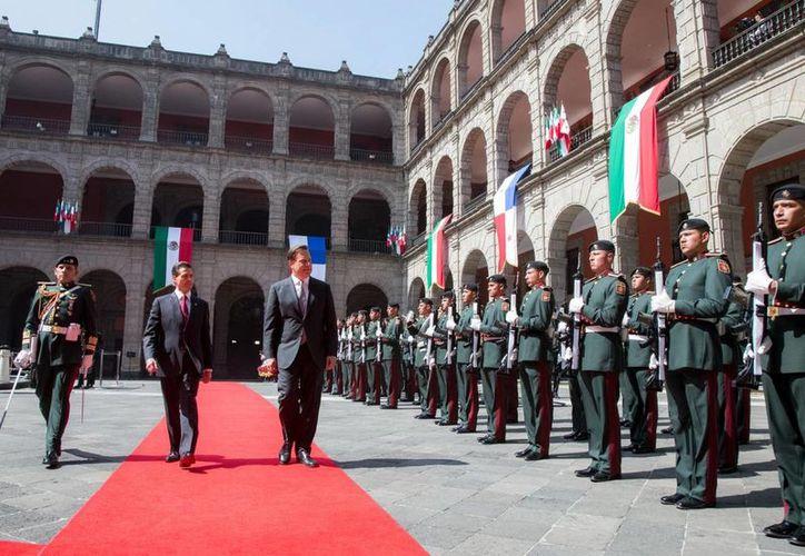 Juan Carlos Varela fue recibido por Enrique Peña Nieto en Palacio Nacional en ceremonia de Estado. (Presidencia)