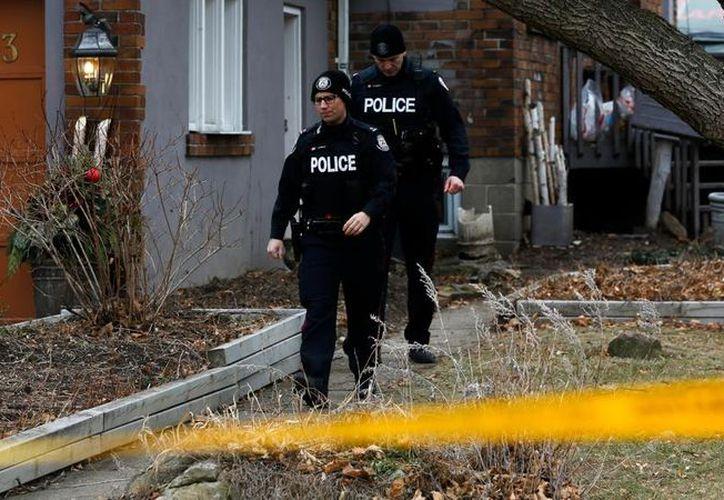 La policía puso en marcha un operativo para buscar víctimas en los jardines de Toronto. (Foto: La Vanguardia)