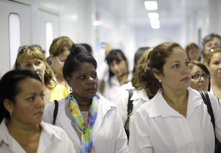 Según el censo realizado en Cuba, el 44,7% de las jefas de hogar estaban casadas o unidas y precisamente fueron estas parejas las que reconocieron el liderazgo de sus mujeres. (Agencias)