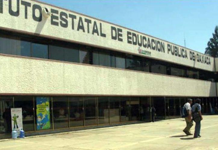 Al renovar la plantilla laboral del Ieepo, el gobierno de Oaxaca informó que ocho de cada diez mandos en el Instituto pertenecían a la Sección 22 de la CNTE. (Archivo/Quadratín)