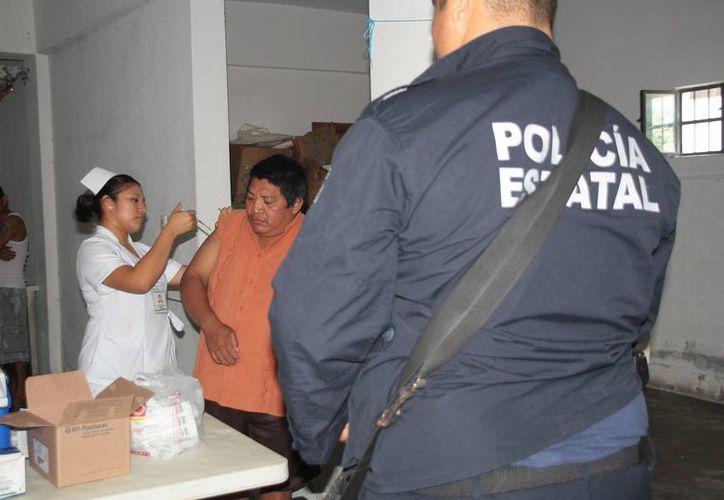 Personal de la Secretaría de Salud aplicó las dosis. (Julián Miranda/SIPSE)