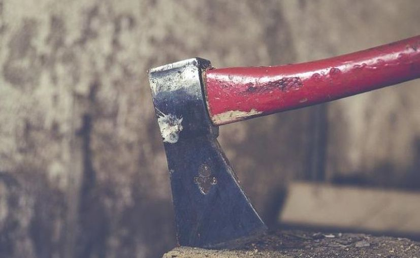 Mujer mata con un hacha  a su  pareja, después de cometer el homicidio, ésta llevó el cuerpo al patio de la vivienda, en donde lo sepultó. (Pixabay)