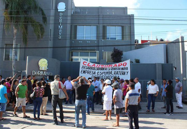 Los manifestantes esperan que el gobierno de Laura Beristain resuelva su situación. (Adrián Barreto/SIPSE)