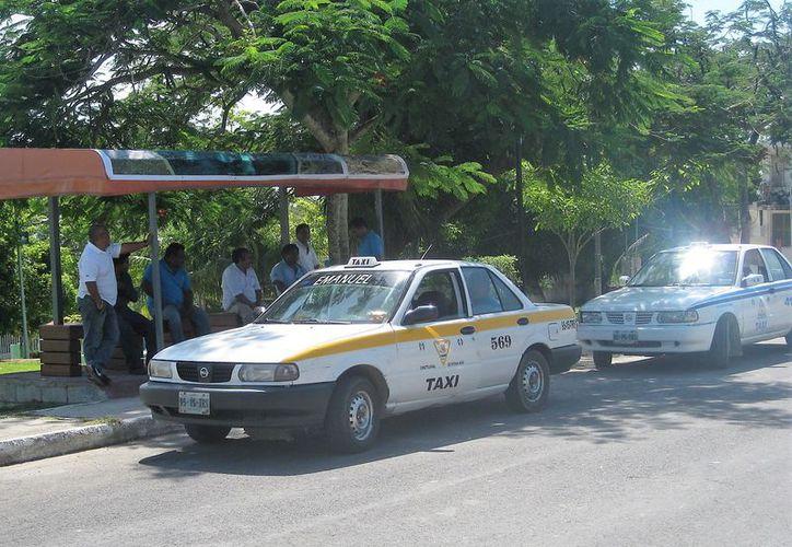 Para los conductores del municipio, la acción representa competencia desleal. (Javier Ortiz/SIPSE)