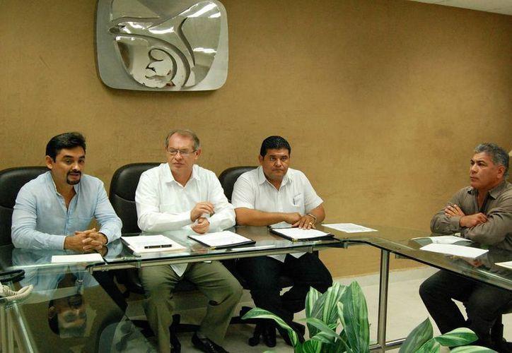 La firma se efectuó en la Delegación local del IMSS. (Wilbert Argüelles/SIPSE)