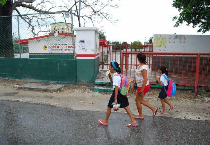 Las lluvias que azotaron a la zona norte del estado, afectaron la actividad escolar. (Tomás Álvarez/SIPSE)