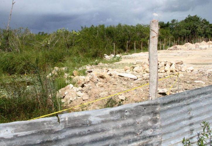 Una obra fue clausurada por no contar con los premisos para rellenar un cuerpo de agua conocido como 'La sabana', en Chetumal. (Carlos Horta/SIPSE)