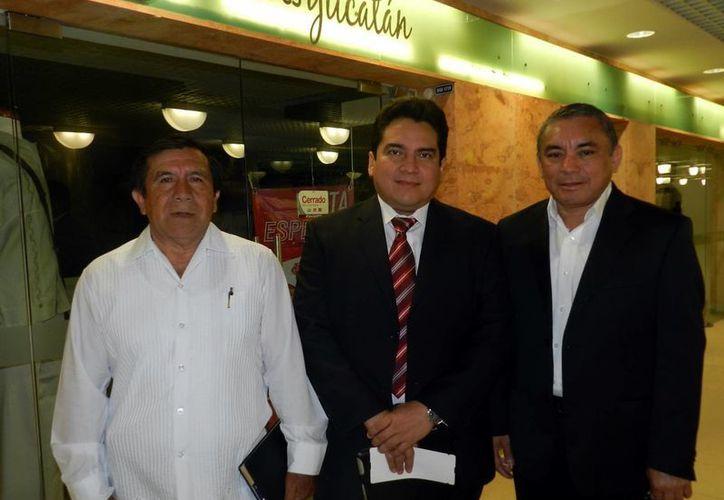 El alcalde de Peto, el titular del Inderm y el alcalde de Umán. (Milenio Novedades)