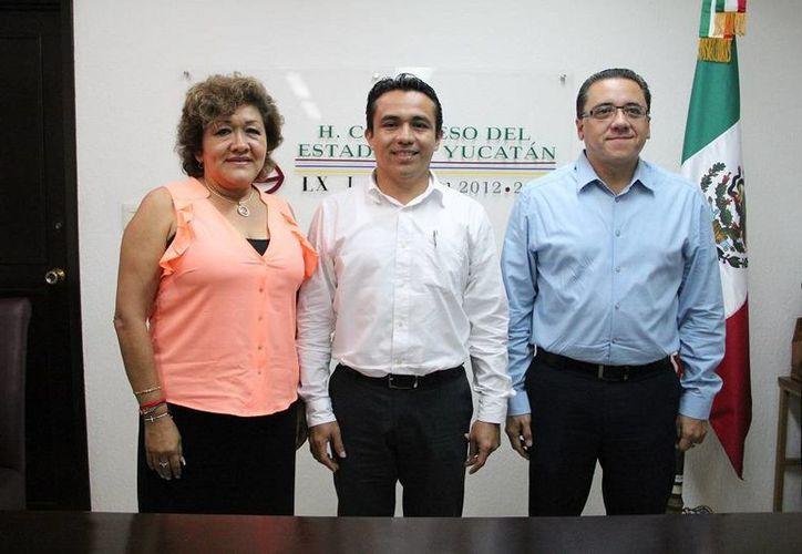 Los diputados Flor Díaz Castillo, Rafael Chan Magaña y Víctor Hugo Lozano Poveda integran la nueva mesa directiva del Congreso de Yucatán. (SIPSE)