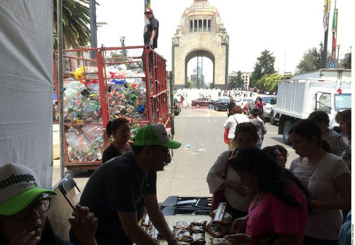 Botellas, envolturas, recipientes, bolsas son entregados a la empresa México Recicla. (Foto: Reforma/Iván Sosa)
