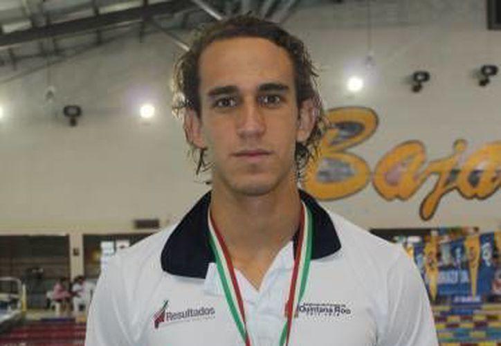 Es el mejor nadador de los 50 metros libres en la categoría 17-18 años, además de ser record nacional por su tiempo de 23 segundos y 53 centésimas. (Redacción/SIPSE)