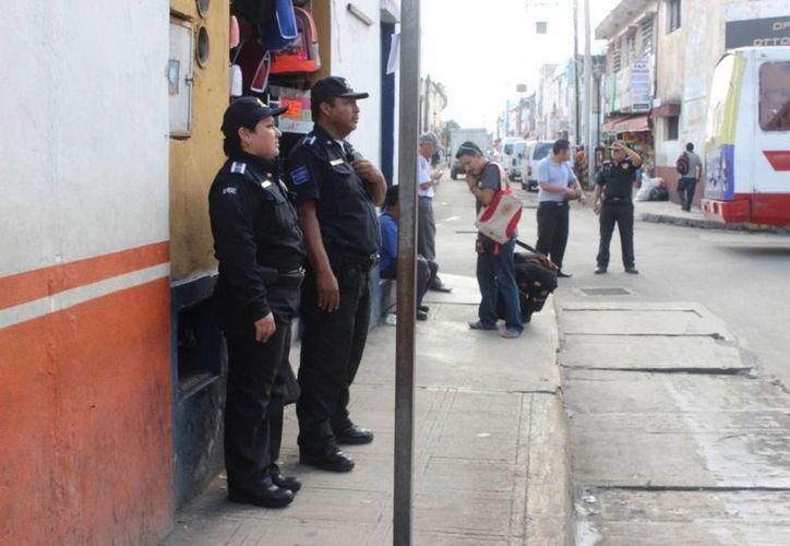 La Policía Municipal, a pie, en motos, en bicicletas o en patrullas ha estado pendiente de la seguridad que quienes hacen sus compras en el Centro por el Día de la Madre. (Foto cortesía del Ayuntamiento de Mérida)