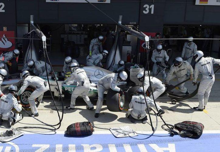 El piloto alemán Nico Rosberg, del equipo Mercedes AMG, durante el Gran Premio de Gran Bretaña en Northamptonshire, Reino Unido. (EFE)