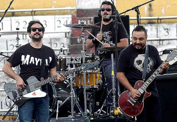 La banda de rock Molotov pospuso el concierto que iba a dar hoy en Michoacán, debido a que le robaron sus instrumentos musicales. (Emol.com)