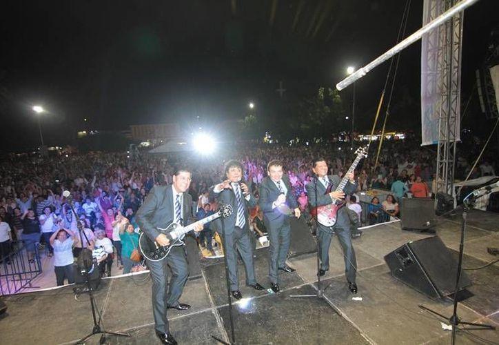 Los Ángeles Negros se presentaron este viernes en Mérida ante unas siete mil personas en el parque de La Alemán (Imágenes/ Milenio Novedades)