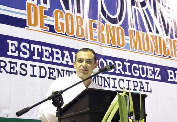 El senador Ernesto Cordero Arroyo estuvo presente en informe del Alcalde de Tixkokob, Miguel Rodríguez Baqueiro. (Milenio Novedades)