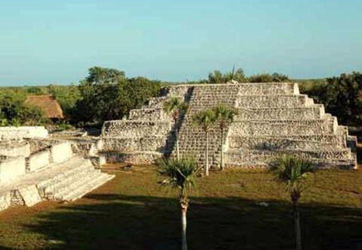 Algunos de los sitios arqueológicos vírgenes son de gran presencia y extensión, incluso superan a la zona arqueológica de Xcambó (foto), que también está ubicada en la costa norte de Yucatán. (SIPSE)