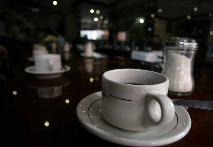 De acuerdo con un estudio, el límite de café que puede tomar una persona son cinco tazas de expreso. (Archivo/AP)