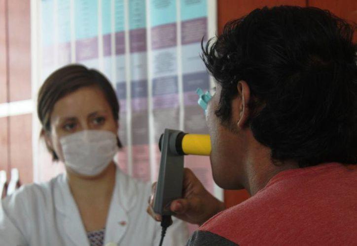 A partir del próximo lunes el CIJ realizará pruebas para medir la capacidad pulmonar de fumadores. (Daniel Pacheco/SIPSE)
