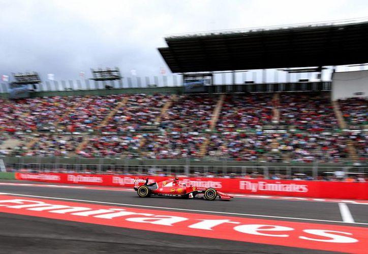 Miles de personas abarrotaron este viernes el primer día de actividades del Gran Premio de México. Se realizaron los dos primeros ensayos libres. El domingo es la prueba final. (Fotos: Notimex)
