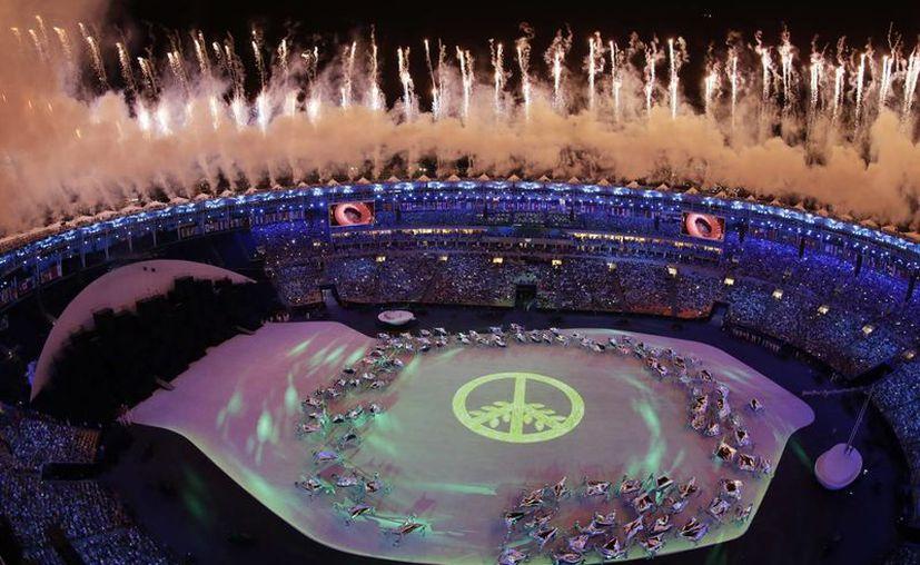 Un símbolo de paz dio la bienvenida a los miles de asistentes a la ceremonia inaugural de Río 2016. (AP/Morry Gash)