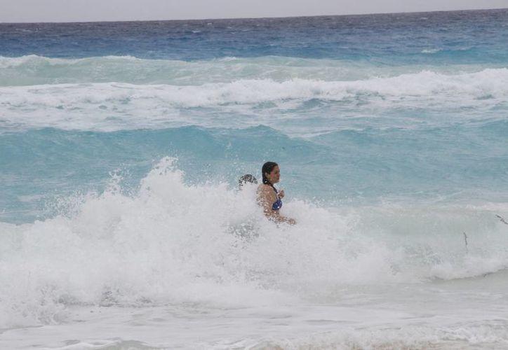 La alerta no representó ningún peligro para los bañistas. (Tomás Álvarez/SIPSE)