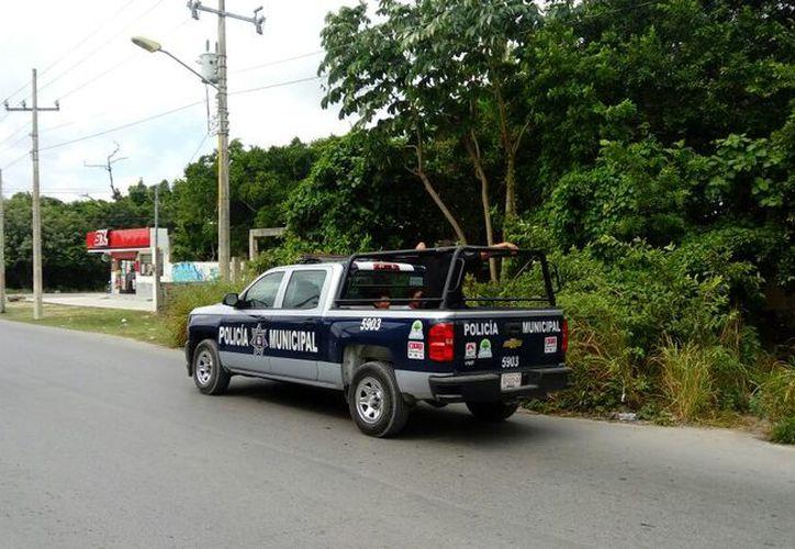 Elementos policíacos lograron detener a los presuntos asaltantes. (Redacción)