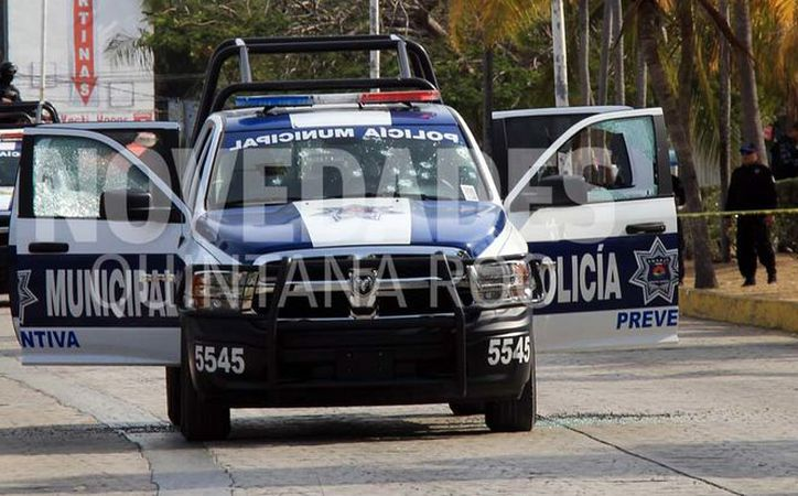 Una patrulla fue atacada la tarde de ayer por sujetos armados, en el centro de Cancún.  (Luis Soto/SIPSE)
