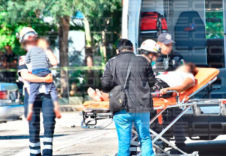 Los paramédicos atendieron a la mujer, quien dijo llamarse Carmen N, de 26 años; que recibió cuatro disparos en el pecho. (Redacción/SIPSE)