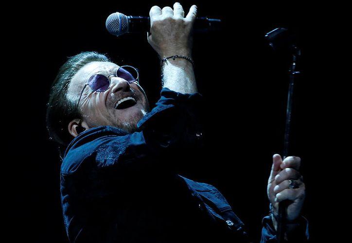 Al tocar el suelo de inmediato comienza a cantar, eso sí, sin moverse durante unos segundos. (Foto: Reuters).