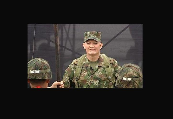 El general colombiano Rubén Darío Álzate fue secuestrado por el grupo guerrillero de las FARC. (Twitter/@atvpe)