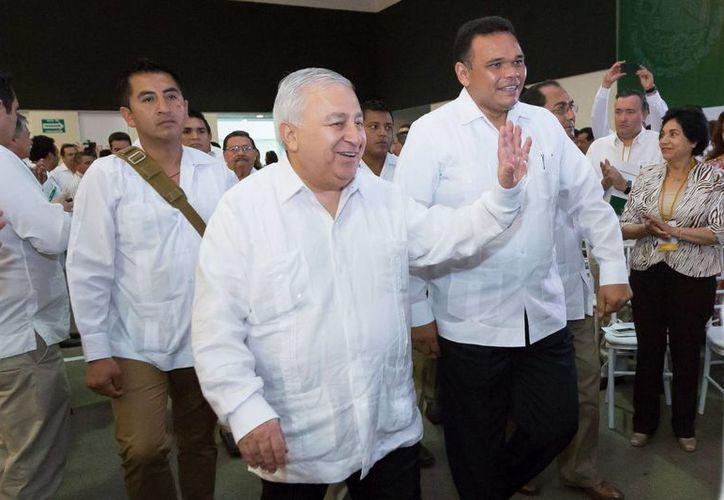 Presidieron el foro el secretario de Educación, Emilio Chuayffet Chemor, y el gobernador Rolando Zapata Bello. (SIPSE)