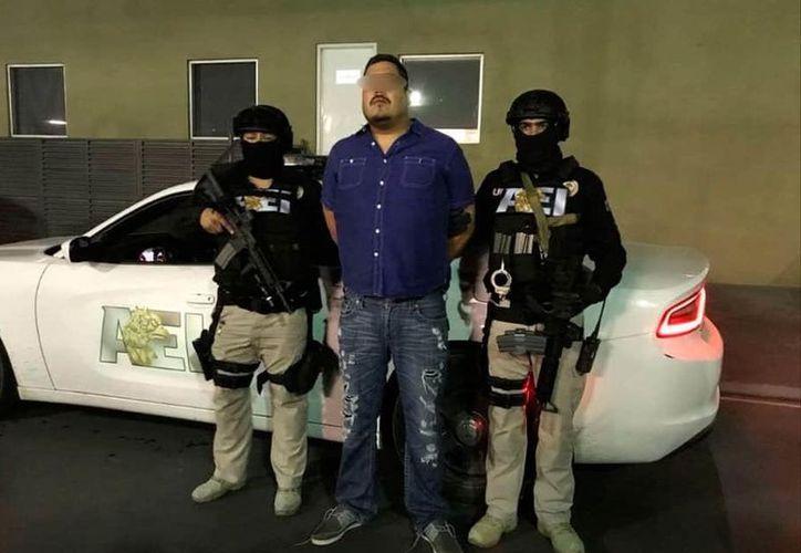 Los policías detuvieron a un hombre relacionado con un cártel que opera en el estado. (Agencia Estatal de Investigaciones de Nuevo León)