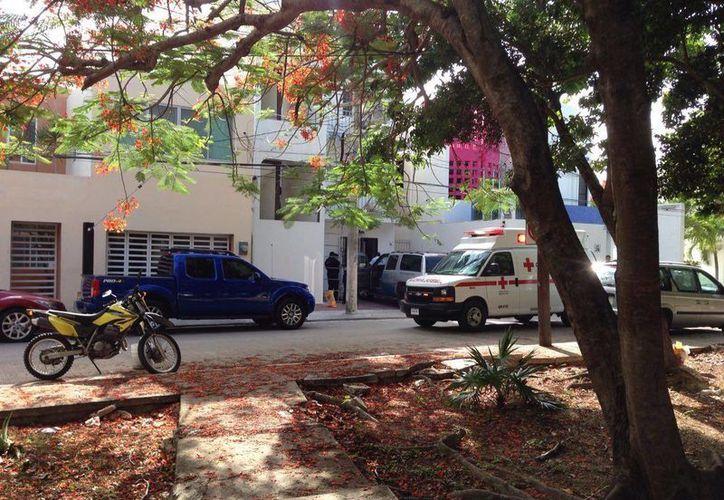 Los hechos se registraron en la calle Jaleb, a unos 20 metros de la avenida Xcaret. (Eric Galindo/SIPSE)