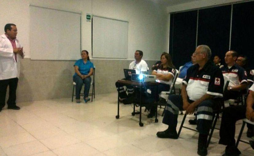 Samuel Martínez Perry, encargado del banco de sangre del Hospital Regional del Instituto Mexicano de Seguro Social de la región 510  impartió una plática. (Luis Soto/SIPSE)
