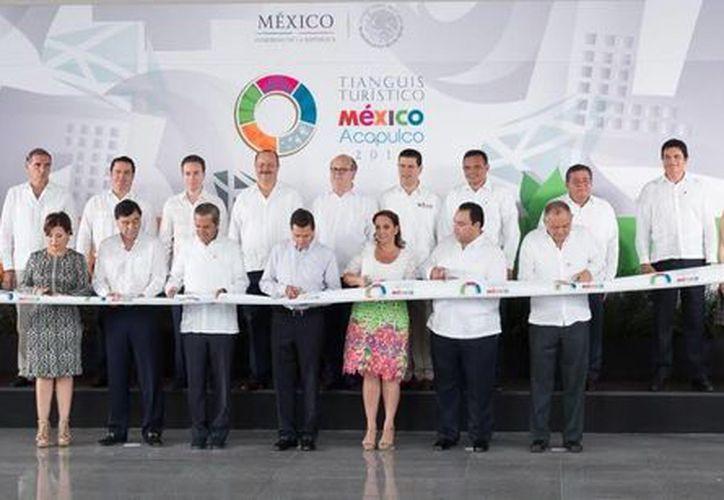 Rolando Zapata Bello, gobernador de Yucatán, participó en la ceremonia de corte de listón inaugural del Tianguis Turístico México 2015, en Acapulco. (Cortesía)