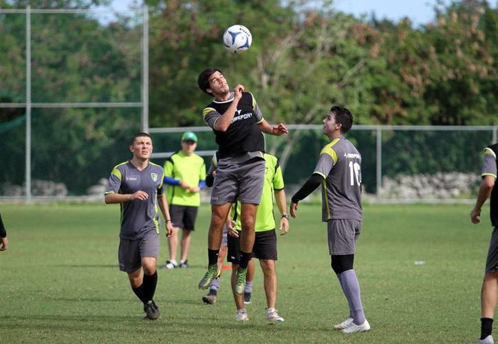 Los Venados entrenan intensamente para el torneo clausura 2016 con el firme objetivo de calificar a la liguilla.- (César González/SIPSE)
