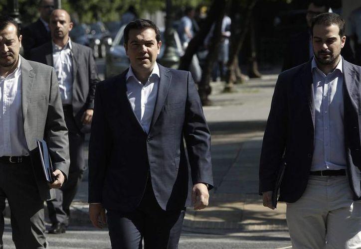 Alexis Tsipras se reunirá este martes con los líderes europeos para negociar una salida a la deuda que está asfixiando a Grecia. (EFE)