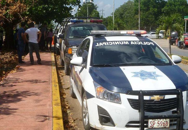 La policía recomienda a conductores evitar accidente. (Raúl Balam/SIPSE)