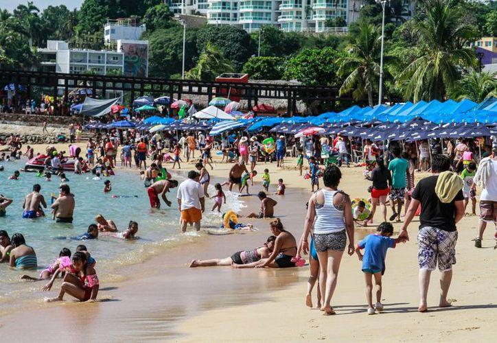 Acapulco es uno de los lugares más socorridos de México para dar la despedida al año. (Notimex)