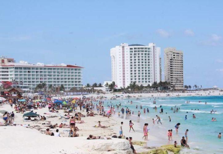 Queretanos han visitado las playas de Cancún. (Redacción/SIPSE)
