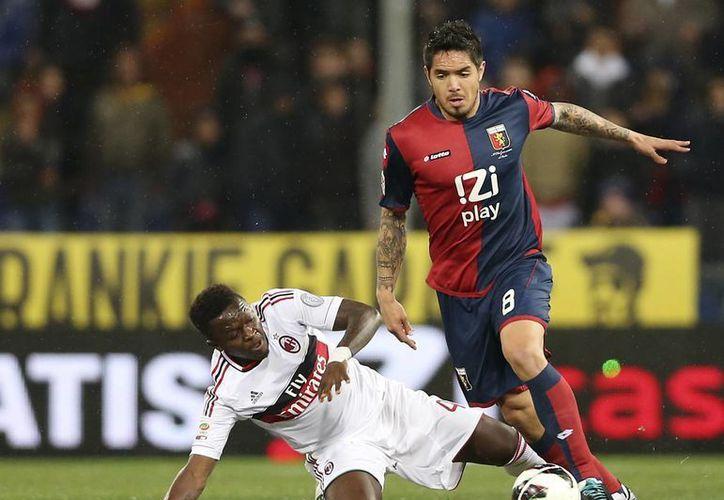 El Milán ganó a domicilio este viernes 2-0 al Genoa en partido realizado en el estadio Ferraris de Génova. (agencias)