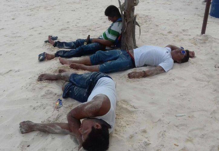 Es muy difícil mantenerlos en orden sobre la playa. (Octavio Martínez/ SIPSE)